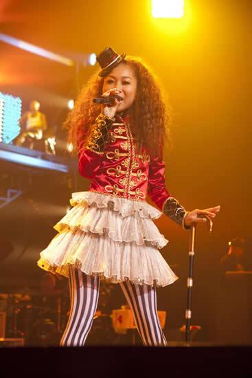 ツアーファイナルで19曲を熱唱した青山テルマ (c)Listen Japan