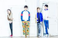 L→R 鈴木 敬(Dr&Cho)、小関竜矢(Vo&Gu)、辻 怜次(Ba)、須田原生(Gu&Cho) (okmusic UP's)