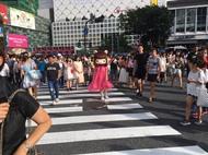 """着ぐるみ""""れ子ちゃん""""を被り渋谷の街の練り歩き (okmusic UP's)"""