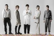 L→R 重田雅俊(Dr)、塩﨑啓示(Ba)、松川ケイスケ(Vo)、細川大介(Gu)、真一ジェット(Key) (okmusic UP's)