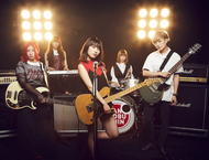 L→R NODOKA(Ba)、CHIHARU(Key)、MADOKA(Vo&Gu)、HONOKA(Dr)、YURI(Gu) (okmusic UP's)