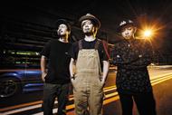 L→R KOUICHI(Dr&Cho)、TAKUMA(Vo&Gu)、NAOKI(Ba&Vo) (okmusic UP's)