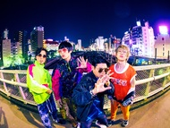 L→R JOTARO(Ba&Cho)、宮川依恋(Vo&Gu)、松本誠治(Dr&Cho&Perc)、涼平(Gu&Cho&Pf) (okmusic UP's)
