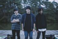 L→R 前田将司(Dr)、平部雅洋(Vo&Gu)、十九川宗裕(Ba) (okmusic UP's)