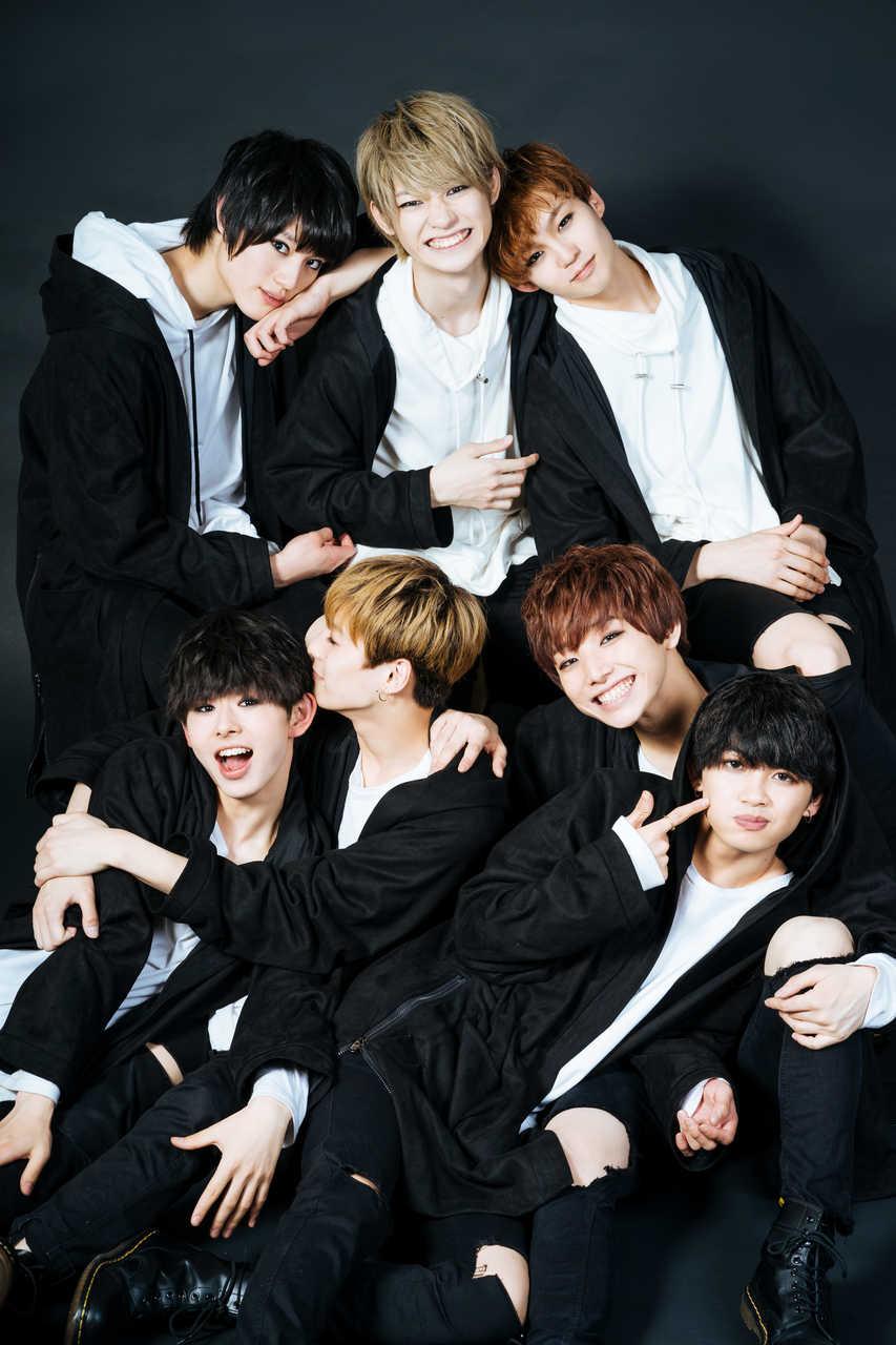 写真上段左より、KENSHIN、KOHKI、REI 写真下段左より、EIKU、TETTA、HAYATO、NAOYA