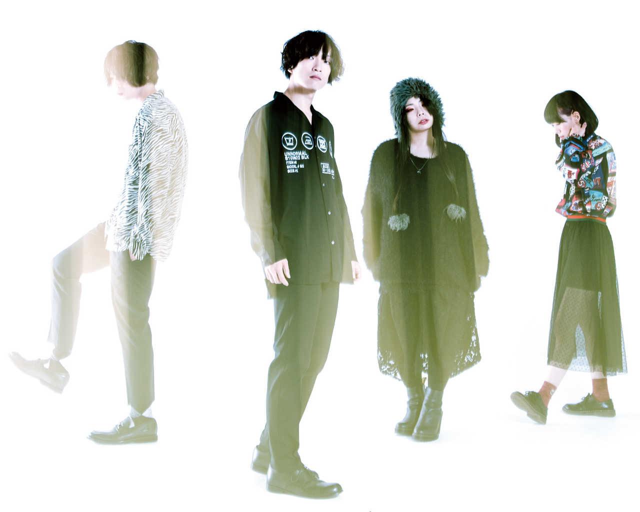 L→R テラオ(Gu&Cho)、三木正明(Gu&Vo)、おがた(Ba&Vo)、ゆかちん(Dr&Cho)